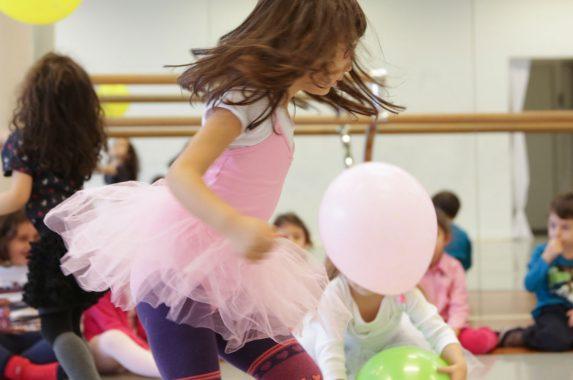 Akbank'tan Çocuklara Çağdaş Sanat Eğitimi Anasayfa Anneler İçin Öneriler