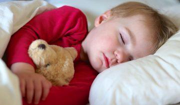 Geceleri Çocuğunuzun Alt Islatmasının Nedeni Siz Olabilirsiniz